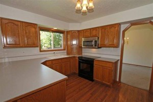 Good size kitchen with stainless steel/black appliances